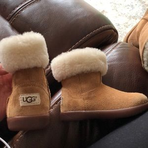 *3 for $25!* UGG toddler Boots size 6